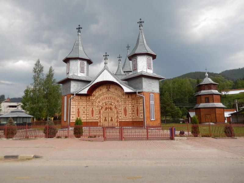 jedes Dorf hat eine prachtvolle Kirche oder gleich mehrere prachtvollen Kirchen
