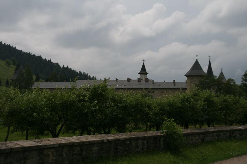 zum nächsten Kloster...
