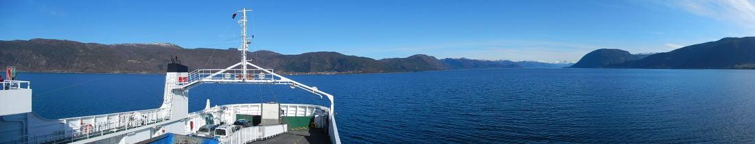 wieder über einen Fjord