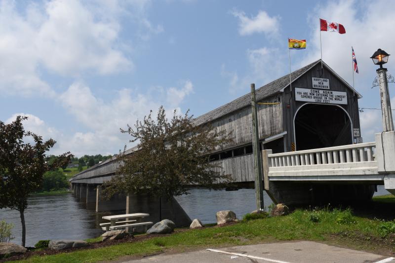 die längste überdachte Holzbrücke