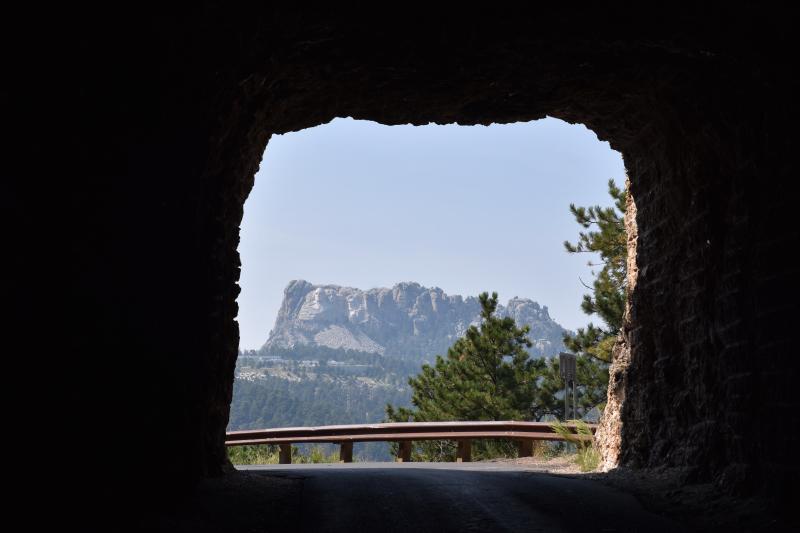 durch viele kleine Tunnel