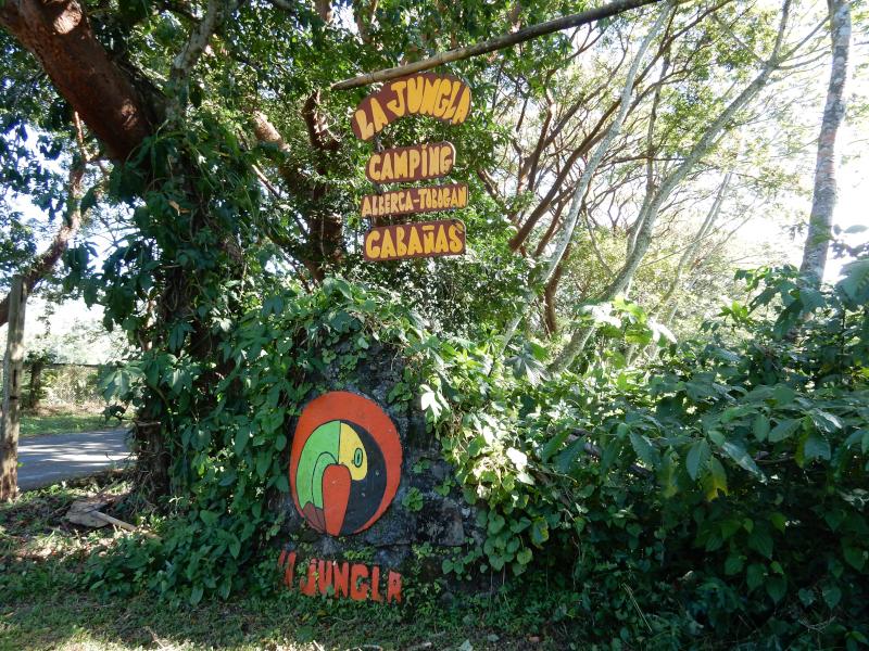 Einfahrt zum Dschungelcamping
