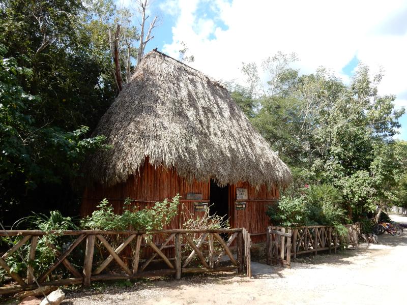 Eingang zur Cenote Yokdzonot