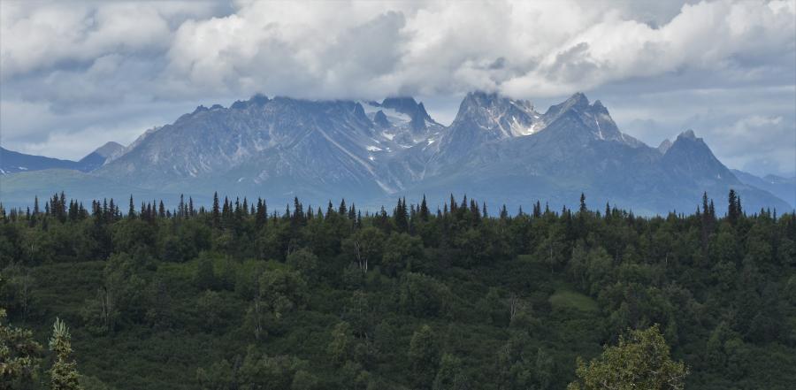 Brooks Range in Wolken